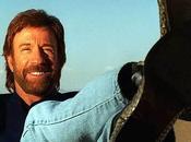 Chuck Norris vence oso, perdona vida.