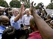 """""""humanitaria"""" mano Bush"""