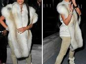 Kardashian lució zapatos euros París!